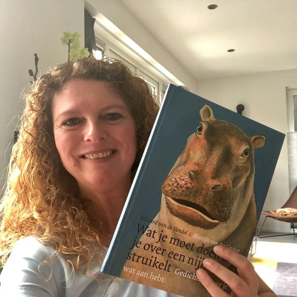 Wat je moet doen als je over een nijlpaard struikelt - gedichten waar je wat aan hebt