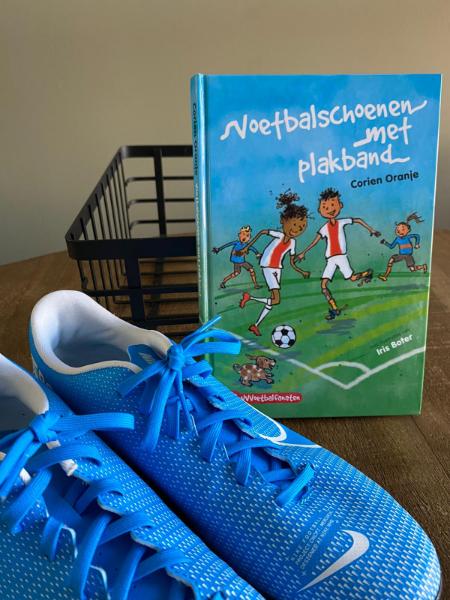 Voetbalschoenen met plakband