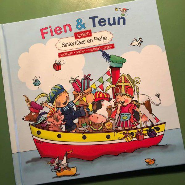 Fien en Teun spelen Sinterklaas en Pietje